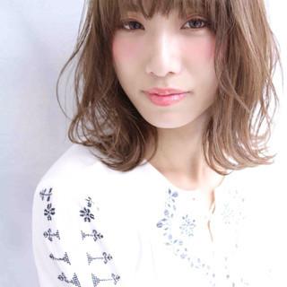 フェミニン くせ毛風 ハイライト ストリート ヘアスタイルや髪型の写真・画像