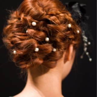 ナチュラル 大人かわいい 編み込み まとめ髪 ヘアスタイルや髪型の写真・画像