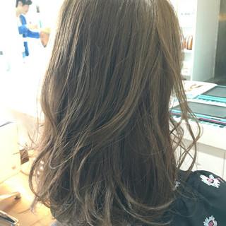 セミロング グレージュ アッシュ ガーリー ヘアスタイルや髪型の写真・画像