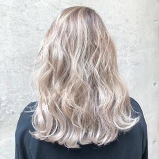 セミロング 外国人風カラー バレイヤージュ ホワイト ヘアスタイルや髪型の写真・画像