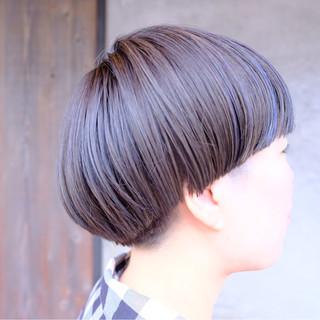 アウトドア ショート ネイビー ブルーアッシュ ヘアスタイルや髪型の写真・画像