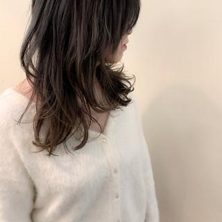 ミディアム ウルフカット ナチュラル 大人かわいい ヘアスタイルや髪型の写真・画像