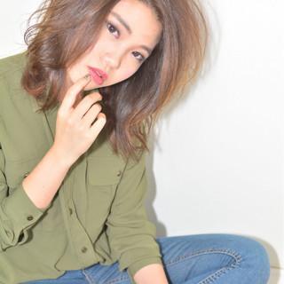 ゆるふわ ミディアム 暗髪 渋谷系 ヘアスタイルや髪型の写真・画像