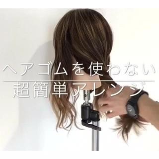 セルフヘアアレンジ フェミニン セミロング アウトドア ヘアスタイルや髪型の写真・画像