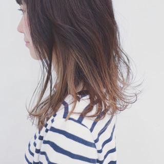 セミロング ハイライト 透明感 暗髪 ヘアスタイルや髪型の写真・画像