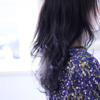 ネイビーカラー ゆるふわパーマ ネイビーブルー セミロング ヘアスタイルや髪型の写真・画像