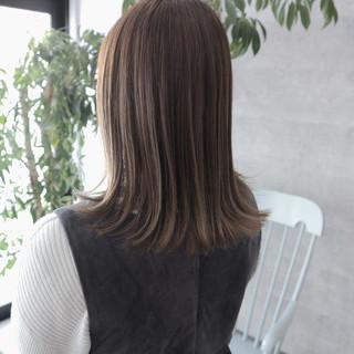 ミディアム 外ハネ ナチュラル ハイライト ヘアスタイルや髪型の写真・画像