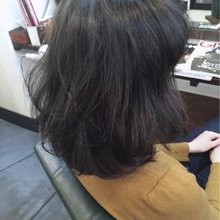 暗髪 グレー グレージュ グレーアッシュ ヘアスタイルや髪型の写真・画像 ヘアスタイルや髪型の写真・画像
