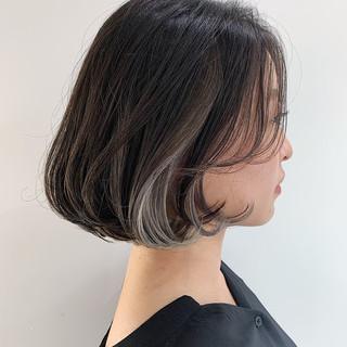 外国人風フェミニン アッシュグレー シルバーグレー ナチュラル ヘアスタイルや髪型の写真・画像