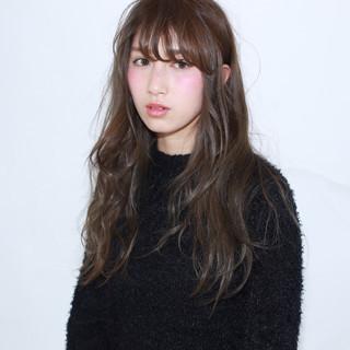 暗髪 ゆるふわ 外国人風 アッシュ ヘアスタイルや髪型の写真・画像