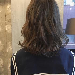 オフィス リラックス 夏 ナチュラル ヘアスタイルや髪型の写真・画像