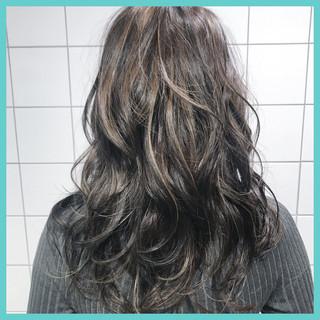 ローライト 外国人風 ガーリー ハイライト ヘアスタイルや髪型の写真・画像