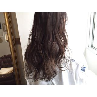 大人かわいい 暗髪 ゆるふわ ウェットヘア ヘアスタイルや髪型の写真・画像