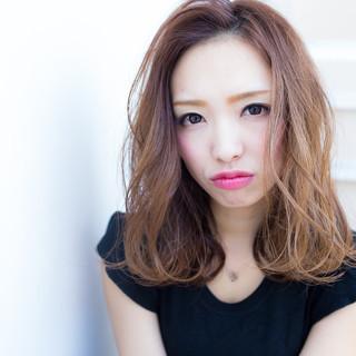 グレージュ ナチュラル 外国人風カラー セミロング ヘアスタイルや髪型の写真・画像
