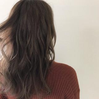 バレイヤージュ アンニュイほつれヘア ハイライト ナチュラル ヘアスタイルや髪型の写真・画像