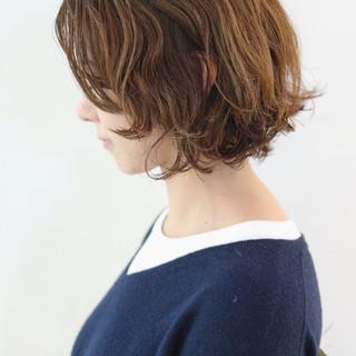 フェミニン ニュアンスウルフ パーマ ボブ ヘアスタイルや髪型の写真・画像