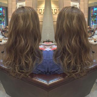 外国人風 ロング ハイライト イルミナカラー ヘアスタイルや髪型の写真・画像 ヘアスタイルや髪型の写真・画像
