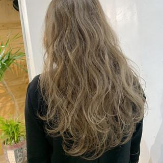 グラデーション ロング アッシュ エレガント ヘアスタイルや髪型の写真・画像
