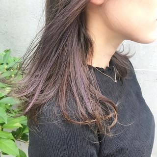 ミディアム インナーカラー グレージュ ラベンダー ヘアスタイルや髪型の写真・画像