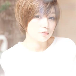 フェミニン ショート 前髪あり ナチュラル ヘアスタイルや髪型の写真・画像