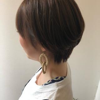 丸みショート ナチュラル ショートヘア 耳かけ ヘアスタイルや髪型の写真・画像
