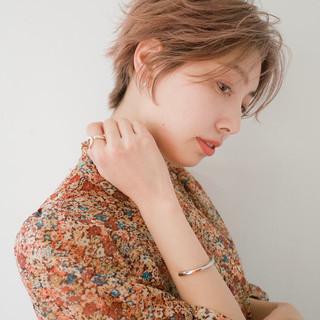 ミルクティーベージュ ハンサムショート ピンク デート ヘアスタイルや髪型の写真・画像