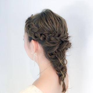 フェミニン 結婚式 セミロング 編み込み ヘアスタイルや髪型の写真・画像