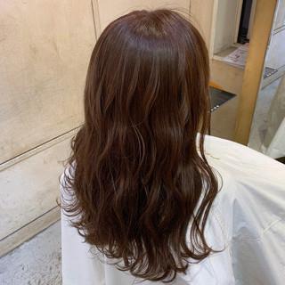 ロング ゆるふわパーマ レイヤーカット 波ウェーブ ヘアスタイルや髪型の写真・画像