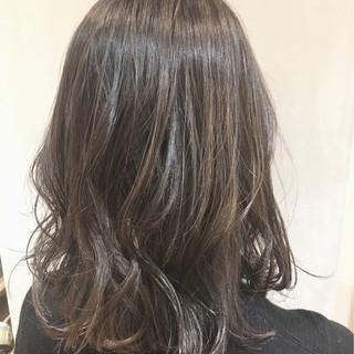 暗髪 グラデーションカラー ミディアム アッシュ ヘアスタイルや髪型の写真・画像