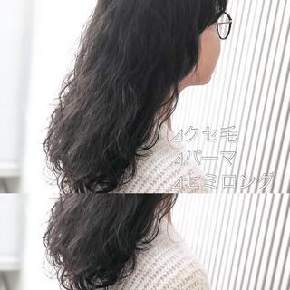 ナチュラル セミロング ミルクティーグレージュ アッシュ ヘアスタイルや髪型の写真・画像
