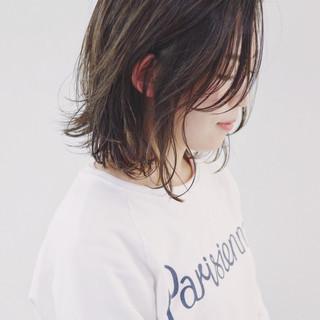 ウェーブ グレージュ ゆるふわ デート ヘアスタイルや髪型の写真・画像