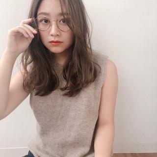 ゆるナチュラル 眼鏡 外国人風フェミニン ナチュラル ヘアスタイルや髪型の写真・画像