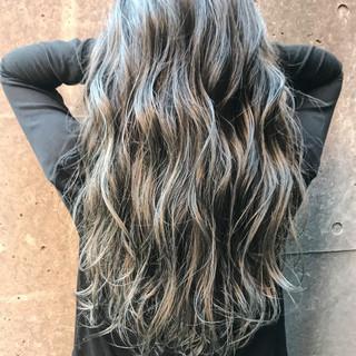ロング アッシュ ストリート バレイヤージュ ヘアスタイルや髪型の写真・画像