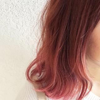 ピンクベージュ ミディアム バレイヤージュ フェミニン ヘアスタイルや髪型の写真・画像