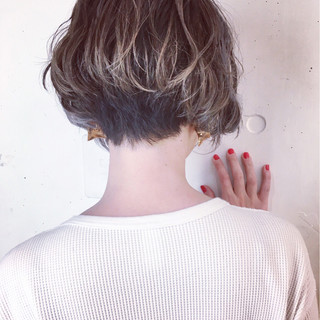 ショート ウェットヘア 外国人風 バレイヤージュ ヘアスタイルや髪型の写真・画像