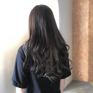 ロング ナチュラル 外国人風カラー ラベンダーアッシュ ヘアスタイルや髪型の写真・画像