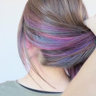 ブリーチオンカラー セミロング インナーカラー インナーカラーパープル ヘアスタイルや髪型の写真・画像