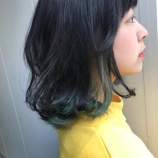 ミディアム ガーリー インナーカラー 艶髪 ヘアスタイルや髪型の写真・画像