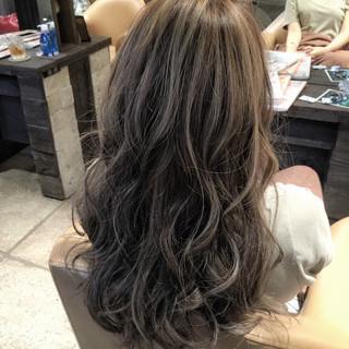 ロング 3Dカラー アッシュグレー ストリート ヘアスタイルや髪型の写真・画像