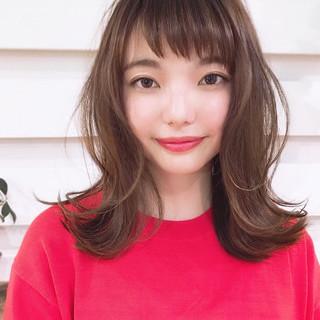 外ハネ ミディアム 透明感カラー デート ヘアスタイルや髪型の写真・画像