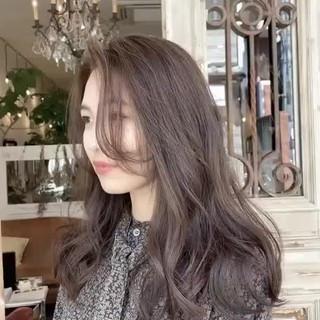 セミロング ベージュ プラチナムカラー ブラウンベージュ ヘアスタイルや髪型の写真・画像