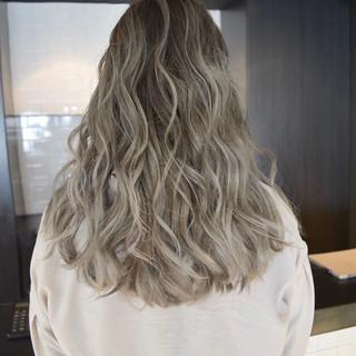 簡単ヘアアレンジ ハイライト ロング バレイヤージュ ヘアスタイルや髪型の写真・画像 ヘアスタイルや髪型の写真・画像