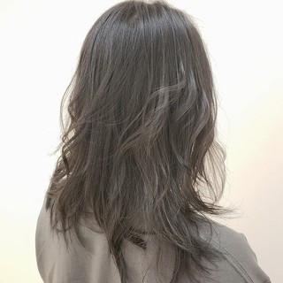 グレージュ 外国人風 ダークグレー セミロング ヘアスタイルや髪型の写真・画像