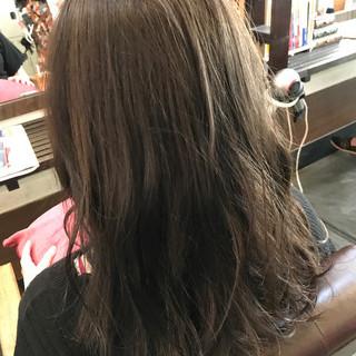 セミロング 春 グレージュ 暗髪 ヘアスタイルや髪型の写真・画像