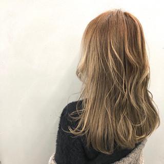 セミロング 外国人風カラー アッシュベージュ グラデーションカラー ヘアスタイルや髪型の写真・画像