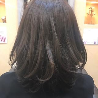 パーマ 透明感 ミディアム アッシュ ヘアスタイルや髪型の写真・画像