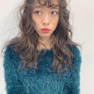 レイヤーカット アンニュイほつれヘア ミントアッシュ ロング ヘアスタイルや髪型の写真・画像