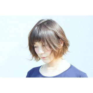 インナーカラー グラデーションカラー 外ハネ ナチュラル ヘアスタイルや髪型の写真・画像