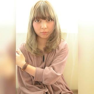 外国人風 フェミニン アッシュ セミロング ヘアスタイルや髪型の写真・画像