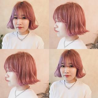 ピンク 外ハネ ボブ 切りっぱなし ヘアスタイルや髪型の写真・画像